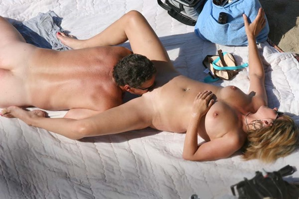 rafian-guy-licking-a-pussy-on-the-beach